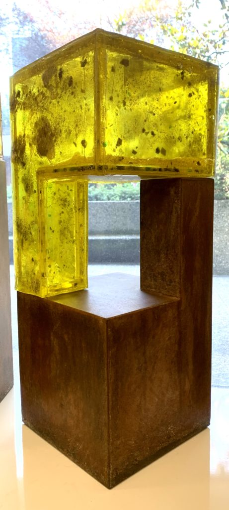 Sculpture, Bioresin, Metal, Pigments on acrylic glass, 22x22x56cm, 3'500.- CHF